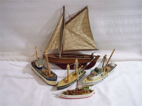 5 WOODEN BOAT TOY/DISPLAY LOT