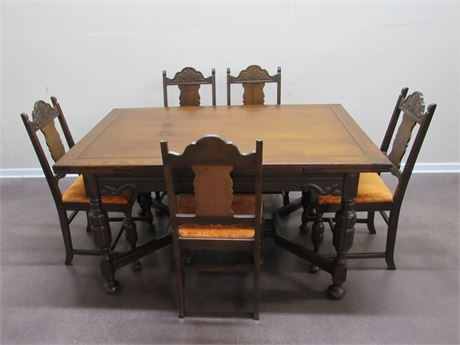 ANTIQUE DINING TABLE WITH PULL-OUT LEAVES AND 5 CHAIRS