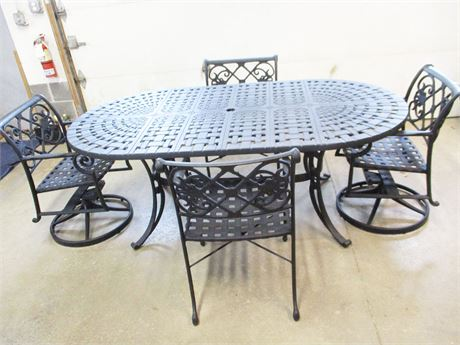VERY NICE OUTDOOR TABLE AND 4 CHAIRS