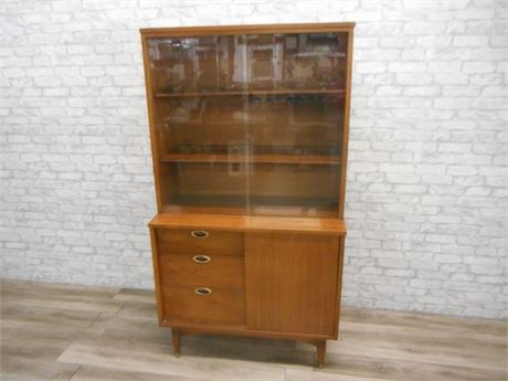 MAINLINE BY HOOKER FURNITURE MID CENTURY CHINA HUTCH