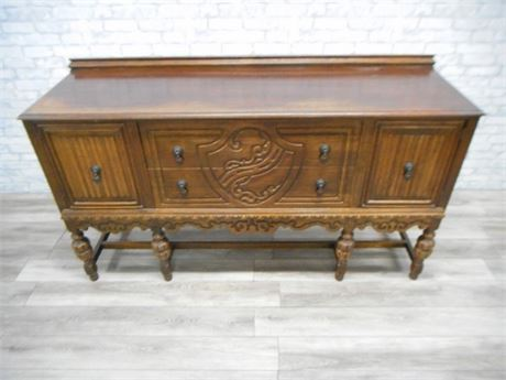 NICE ANTIQUE BUFFETT WITH INTRICATE CARVINGS AND ORIGINAL HARDWARE