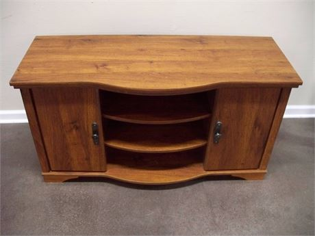 NICE TV STAND/ENTERTAINMENT CENTER