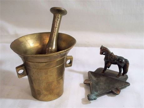 3 PIECE LOT - INCLUDING VINTAGE APOTHECARY BRASS MORTAR AND PESTLE