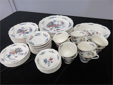 WEDGWOOD Williamsburg Potpourri 54-Piece China Set