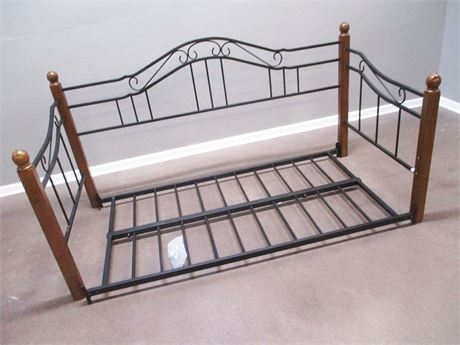 METAL/WOOD DAYBED