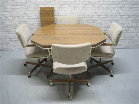 DINETTE TABLE WITH 4 CHAIRS AND A LEAF