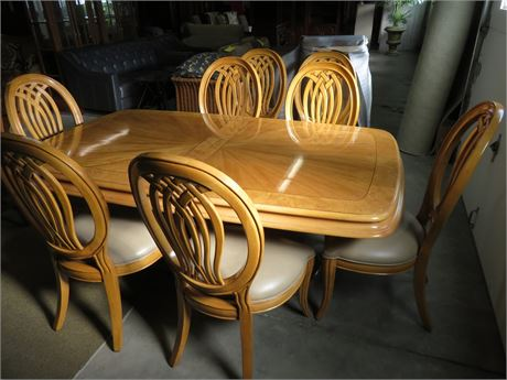 Bernhardt Dining Room Table with 4 Chairs and 2 Leaves