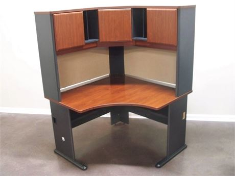 GREAT LOOKING CORNER DESK UNIT WITH HUTCH