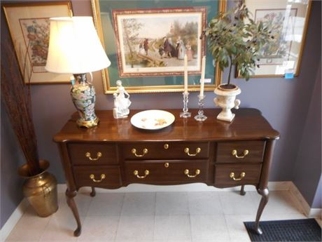 NICE HARDEN FURNITURE SIDEBOARD/BUFFET