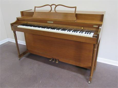 GREAT LOOKING AND SOUNDING BALDWIN HOWARD SPINET PIANO