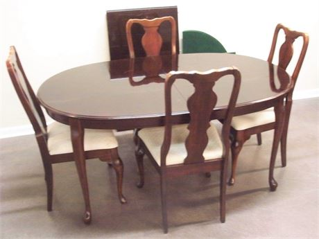 DINING TABLE WITH LEAF PADS AND 4 CHAIRS