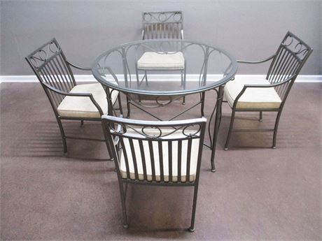 LOVELY SHAVER HOWARD TABLE AND CHAIRS