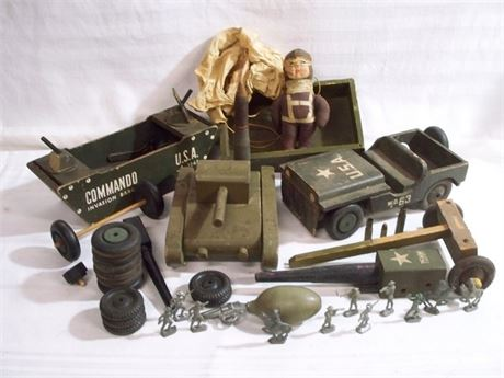 VINTAGE TOY/WWII/MILITARY LOT