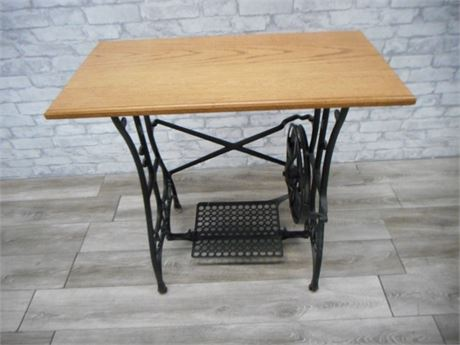 VINTAGE CAST IRON WHITE SEWING MACHINE BASE/RE-PURPOSED SIDE TABLE
