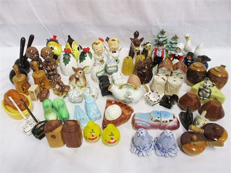 LOT OF VINTAGE SALT AND PEPPER SHAKERS