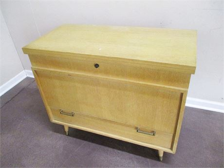 MID-CENTURY MODERN CEDAR CHEST BY CAVALIER