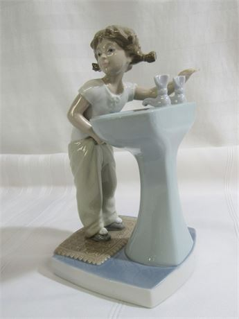 LLADRO - CLEAN UP TIME WITH BOX