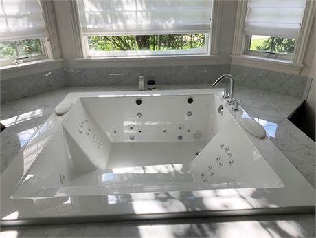 KOHLER Consonance Whirlpool Bathtub
