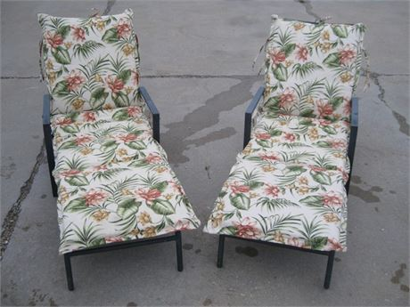 2 METAL PATIO CHAISE LOUNGE CHAIRS