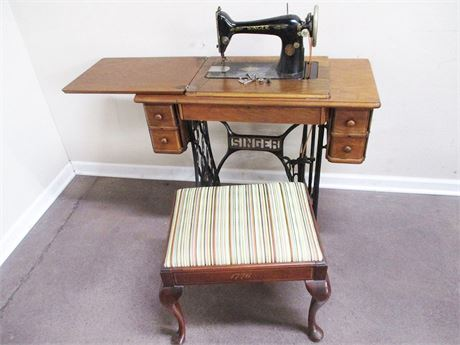 VINTAGE SINGER 1930 TREADLE SEWING MACHINE