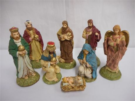 MIDWEST OF CANNON FALLS 8 PIECE NATIVITY SET