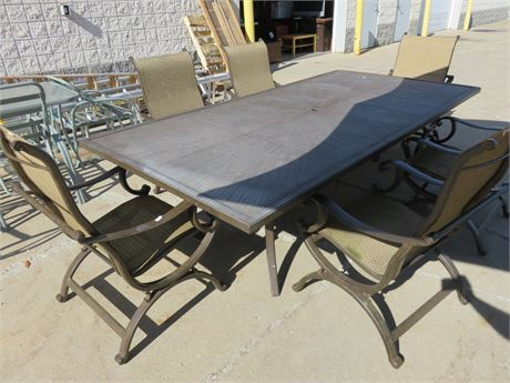 Castelle Cast Aluminum Casual Outdoor Dining Set