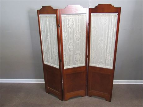 3 Panel Wood Room Divider with Lace Curtains