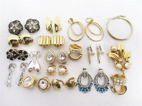 LOT OF VINTAGE COSTUME CLIP EARRINGS FEATURING SWAROVSKI AND HOBE