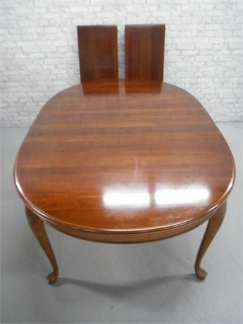 DINING TABLE WITH CABRIOLE LEGS AND 2 LEAVES
