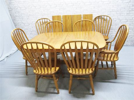 EXCELLENT OAK DOUBLE PEDESTAL DINING SET