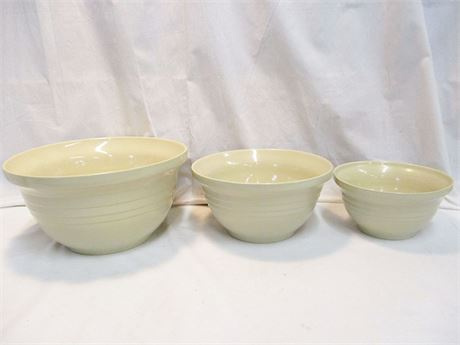 ROSEVILLE POTTERY NESTING MIXING BOWLS