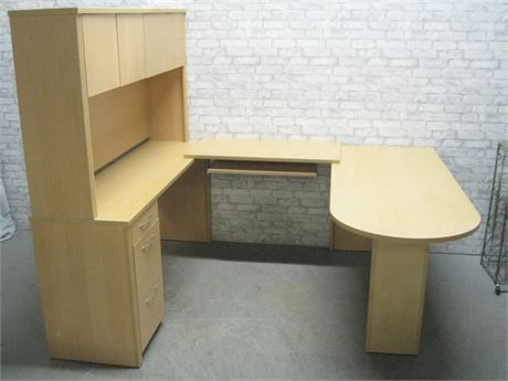 VERY NICE 4 PIECE U-SHAPED DESK UNIT WITH HUTCH