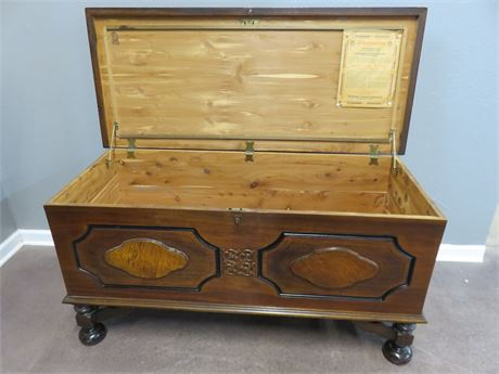 SYRACUSE CABINET Cedar Chest