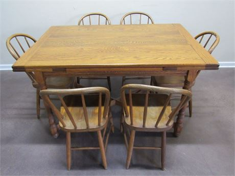 VINTAGE TABLE WITH PULL-OUT LEAVES AND 6 WINDSOR-BACK CHAIRS