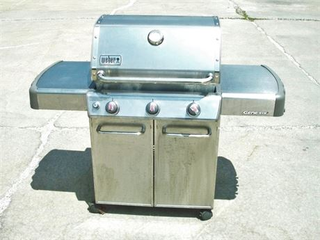 WEBER GENESIS 3-BURNER NATURAL GAS GRILL
