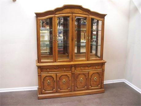 THOMASVILLE China Hutch