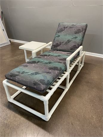 Outdoor Lounge Chair and Side Table