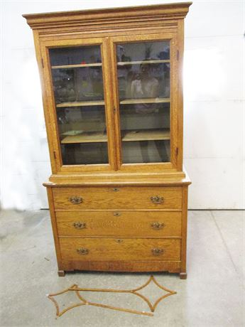 BEAUTIFUL VINTAGE OAK HUTCH