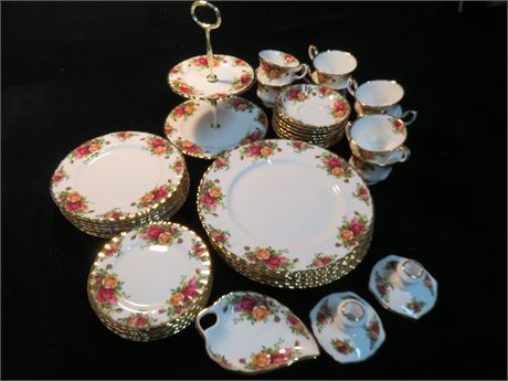 ROYAL ALBERT Old Country Roses 40-Piece China Set