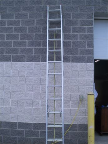 24' DAVIDSON ALUMINUM EXTENSION LADDER