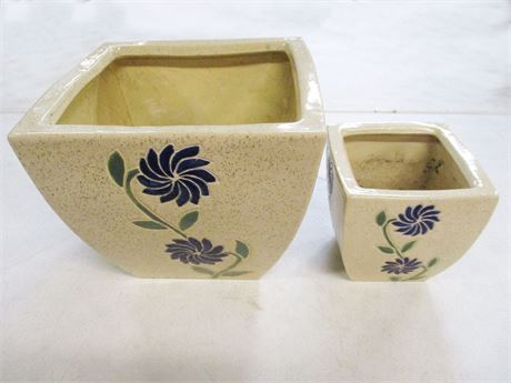 LOT OF TWO CERAMIC POTS