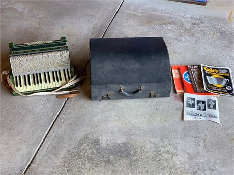 Vintage Made in Italy Accordian