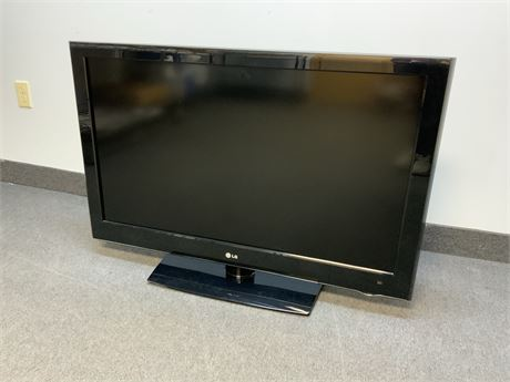 "42"" Class Full HD 120Hz LCD TV"
