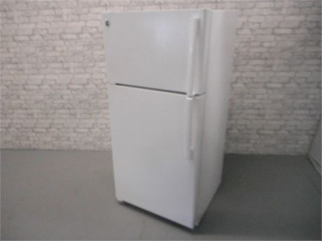 GE 14.6 CU FT TOP-FREEZER REFRIGERATOR