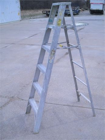 WERNER JOB MASTER 376 ALUMINUM STEP LADDER