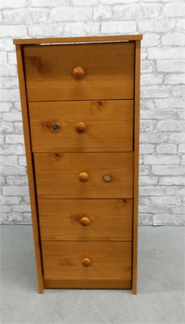 Sturdy lingerie chest with 5 drawers