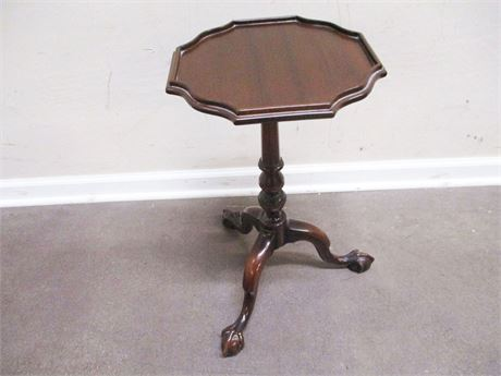 VINTAGE SMALL SIDE TABLE - THE COMPANY OF MASTER CRAFTSMEN - W. & J. SLOANE