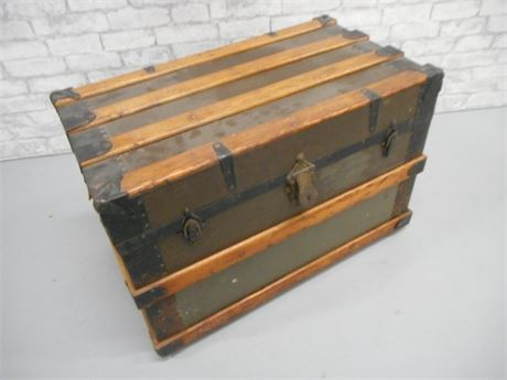 ANTIQUE STEAMER TRUNK ON CASTERS