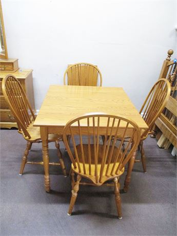 LOVELY OAK TABLE AND CHAIRS
