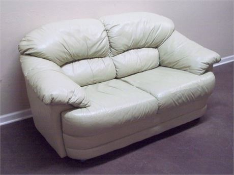 NICE LEATHER LOVESEAT